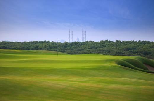 Notre coup de cœur du moment, le Al Zorah Golf Club situé aux Emirats
