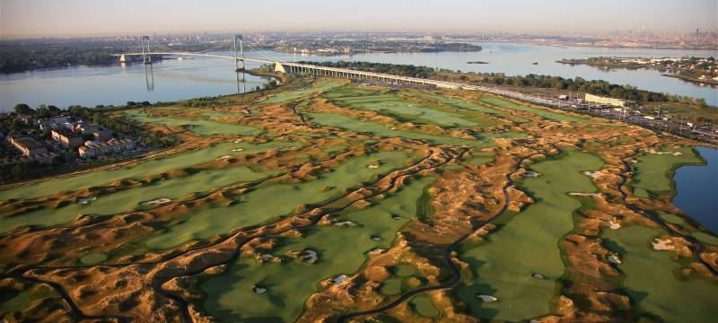 Un petit bijou aux portes de Manhattan à  New York ! Découvrez le Trump Golf Links Ferry Point