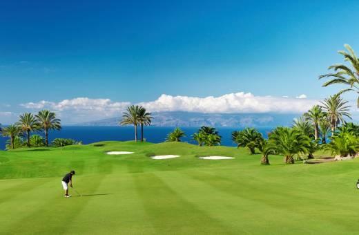 Découvrez le  JARDIN TROPICAL 5* et jouez en illimité  sur le parcours de l'Abama Golf Course